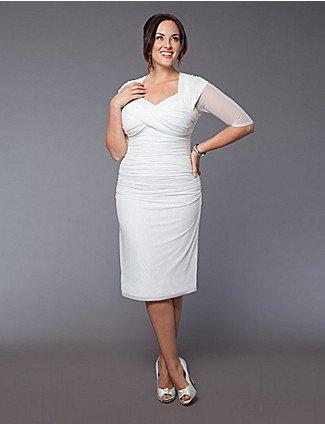 Короткое платье в греческом стиле подойдет практически к любой фигуре. Облегающее платье с юбкой «карандаш» или «тюльпан» подойдет в меру полным невестам с